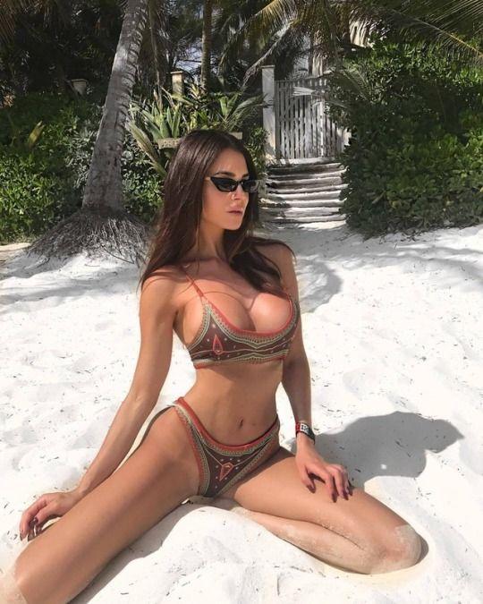 Pin Na Doske Amateur Girls Bikini Selfie Photo On Beach