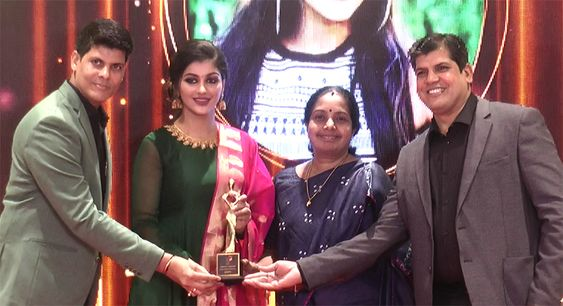 Bigg Boss Fame Reshma Pasupuleti, Yashika Aannand At Realistics Awards 2020
