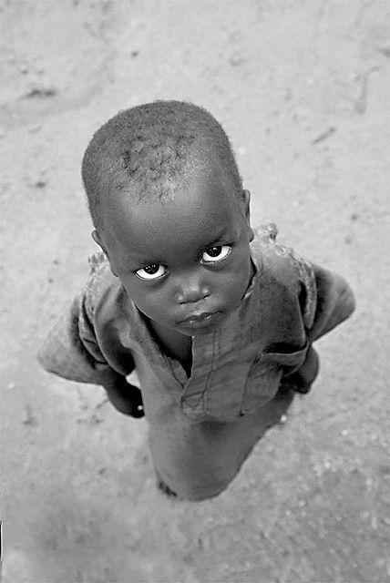 Hermoso niño... mirada desafiante.