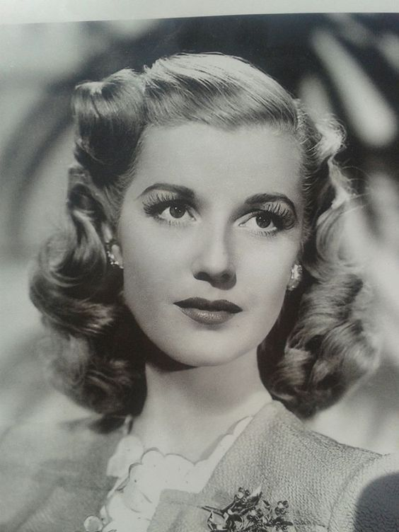 1940s Hairstyles History Of Women S Hairstyles 1940s Hairstyles Vintage Hairstyles Tutorial 40s Hairstyles