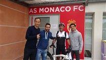 Rumo a Baku, Jorge Cristóvão recebeu camisola dos craques do Mónaco