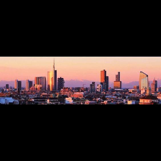 http://ift.tt/1AgBZ6M #milano #milan #milanocity #milanodavedere #igersmilano #ig_milan #ig_milano #lombardia #ig_lombardia #igerslombardia #italia #italy #ig_italia #ig_italy #igersitalia #igersitaly #cityscape #skyline #city #citylife #cityview #skyporn #skyscraper #skyscrapers #landscape #landscape_lovers #europe #europa #ig_europe #panorama by trudimilanoph