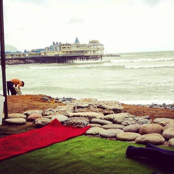 el agua está como si fuera Febrero. #surf #Lima #beachlife #surfschool #mirafloresperu #Makaha #EndlessSummer