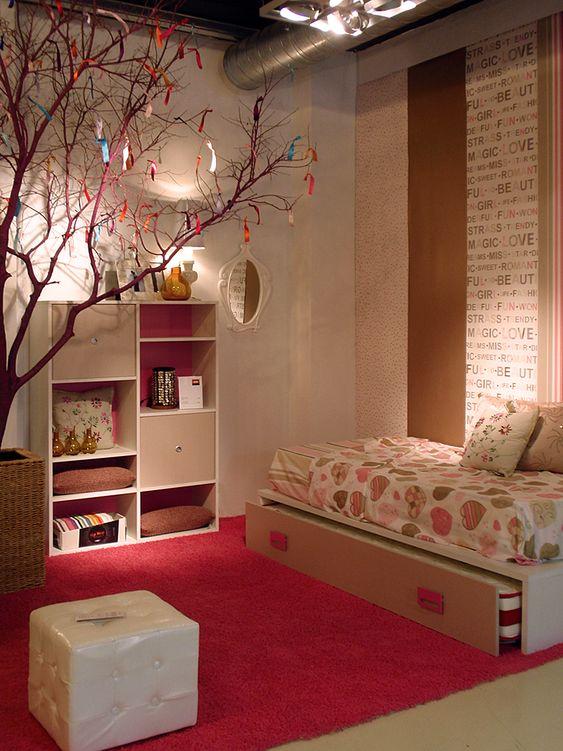 Ambiente de mobiliario juvenil creado con la nueva - Como pintar habitacion juvenil ...
