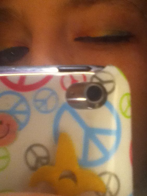 Rainbow eye shadow.. So easy!