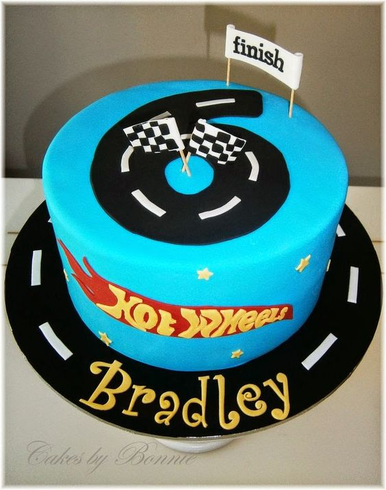 Hot Wheels Racing League: Hot Wheels Birthday Party Cakes - Number is the road. #hotwheels #cakes