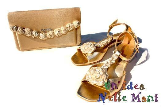 Come rinnovare e decorare scarpe e borsa con boccioli di rose fatte all'uncinetto