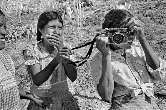 fotojournalismus:  San Agustin Oapan, Mexico, 1984. Photo byAbbas