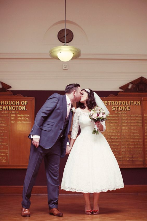 And Touch of Vintage Elegance For A 1950s Retro Inspired Wedding http://www.rebeccaweddingphotography.co.uk/