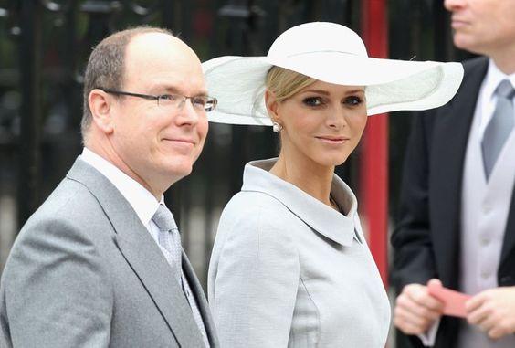 Pin for Later: Dürfen wir vorstellen: Die nächste königliche Mama!  Auch bei der Hochzeit von Prinz William und Kate Middleton waren Prinz Albert und Charlene zu Gast.