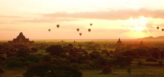 Sonnenaufgang in Bagan. Backpacking Reise durch Südostasien