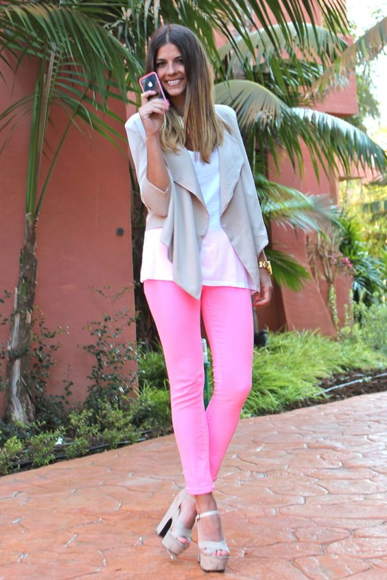 Love the pink jeans and neutral jacket!!