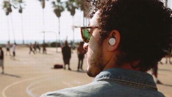 14 Invenções Legais Que Vimos em 2015- Fones de ouvido sem fio - Smart Ears (chamadas de Orelhas Inteligentes).