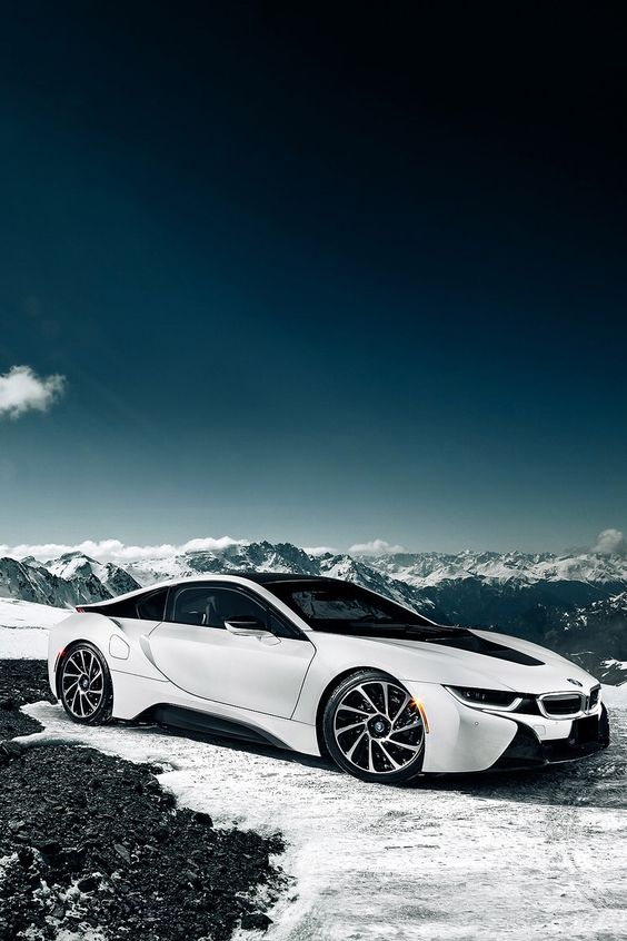 Este coche me llama la atención porque es una nueva gama y tiene muchas características que le gusta a toda clase de personas.