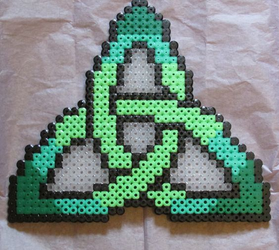 Celtic Hama Bead Pattern by Keely Jade.  Patterns for perler beads work for cross stitch and other embroidery as well.