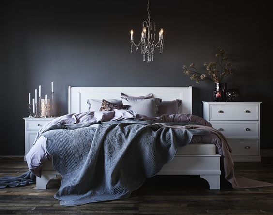 bokhylla vägg mio ~ kelly säng från mio  sovrum  pinterest