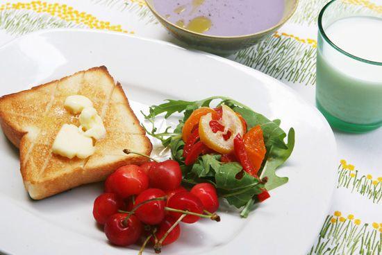 朝ごはん特集 簡単サラダ編第3話:食べる分だけつくれるドレッシング4種洋風編みなさま、こんにちは。フルタヨウコです。7月7日から4日間、夏でも朝ごはんが無理なく食べられるよう、簡単サラダのご紹介をして