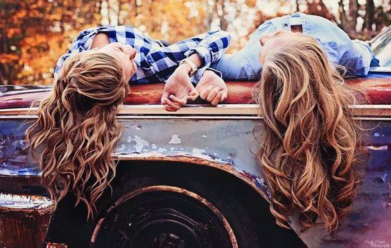 Best friend senior picture @Laura Jayson Jayson Lorenzetti Campbell