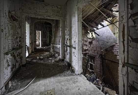 Abandoned America: Matthew Christopher Photographs Derelict Spots Across The Country (PHOTOS)