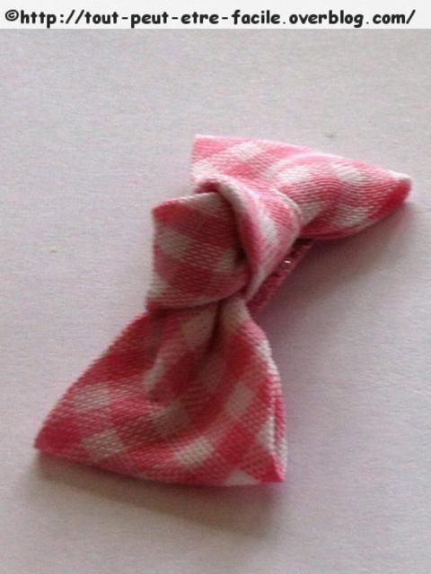 Faire une mini barrette avec un petit n ud pour b b fille for Malette couture pour fille