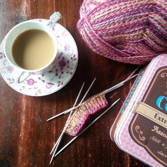 nieuwe breiprojectje: sokken op  pennetjes! #coffeelover #sockknitting