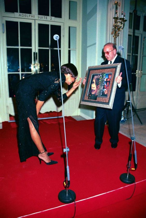 Nov. 12, 1999 - London, Great Britain - Ìâå©DAVE BENETT/ALPHA/ C/N-M038457 12/11/99.WHITNEY HOUSTON WITH HUSBAND BOBBY BROWN AND CLIVE DAVIS.-WHITNEY HOUSTON GALA TO CELEBRATE ALBUM SALE OF ''MY LOVE IS YOUR LOVE'' AT THE WALDORF HOTEL IN LONDON
