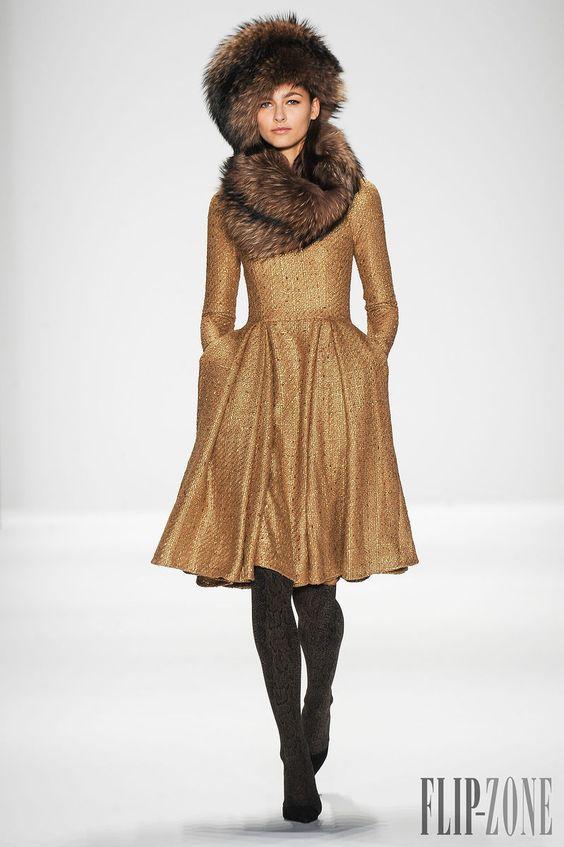 Badgley & Mischka Outono-Inverno 2014-2015 - Prêt-à-porter - http://pt.flip-zone.com/fashion/ready-to-wear/fashion-houses-42/badgley-mischka-4541 - ©PixelFormula