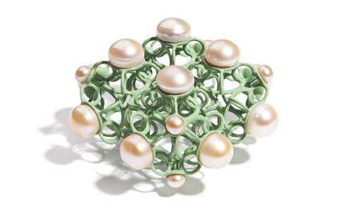 Nicolay-sardamov_brosche-intersections_pearls_green