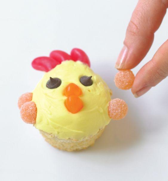 h hnchen cupcake tortendekorieren cupcakes huhn bauernhof ostern ostern pinterest. Black Bedroom Furniture Sets. Home Design Ideas