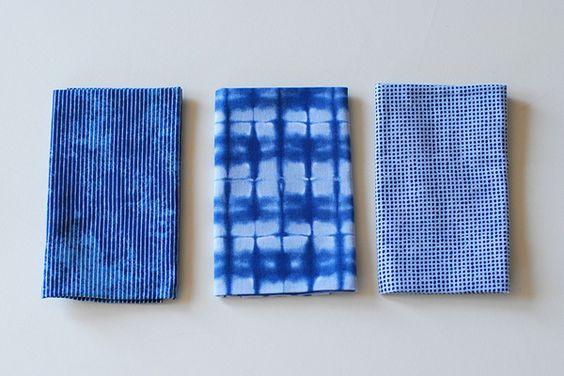 中川政七商店/粋更 捺染てぬぐい 京都の職人さんの手によって、手捺染で一枚一枚染め上げたてぬぐいです。 綿100%で吸水性にも優れています。 きりりとした藍色に、昔ながらの柄をお楽しみください。