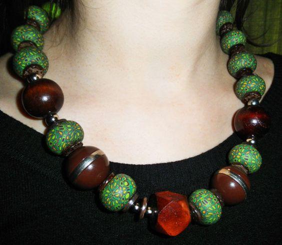 Una collana che combinano colorato motivo in un oggetti unici!   È lungo 52 cm (20) e hanno una catena supplementare di 4cm (1,57).  Perline di