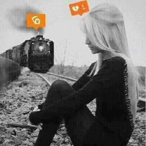 الذكريات الجميلة ك محطات القطار ننتظرها لترحل وعند الرحيل نشتاق اليها ونجلس على ذالك الكرسي نترقب عودتها Kadin