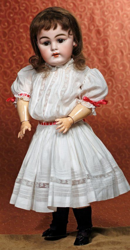 GERMAN BISQUE CHILD BY KESTNER : Lot 136