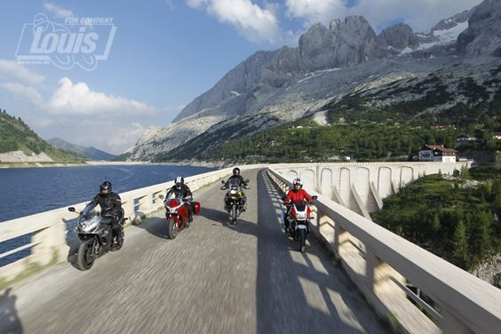 Auf die Brücke - fertig - los #Motorrad #Motorcycle #Motorbike #louis #detlevlouis #louismotorrad #detlev #louis