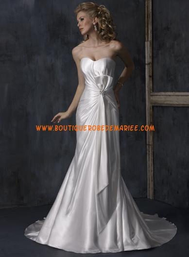 Robe de mariée à bustier coeur avec traîne