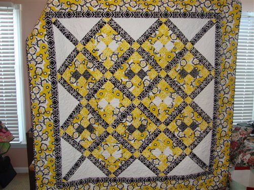 yellow black and white quilt, quilters club of america