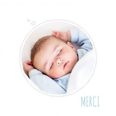 Voici une Carte de remerciement toute simple à personnaliser avec une photo de votre enfant :   http://www.lips.fr/impression/carte-remerciement-naissance/format-130-x-130-2p-modele.html?modele_id=531
