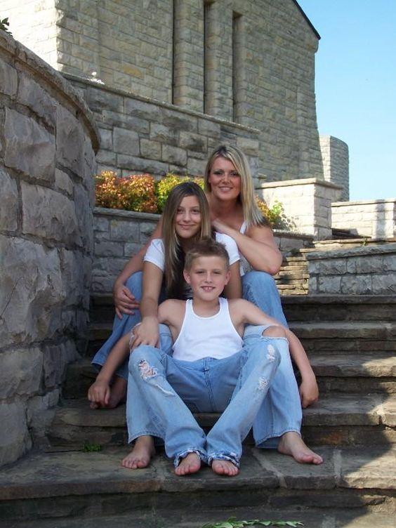 Single mom and kids photo shoot idea family photos pinterest kid photo shoots photo shoots and picture ideas