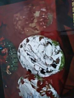 Links außen ist die Käse-Wurst-platte in der Mitte Bouletten mit Paprikastreifen und rechts ist eine Würstchen-Obst Platte...Alles schön mit Eisbergsalat und Brötchen mit Butter/Kräuterbutter serviert
