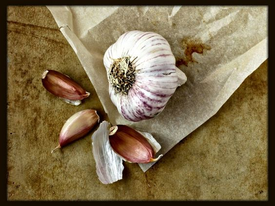 What makes #garlic so darn healthy? Here's a rundown of it's many benefits. http://blog.lef.org/2014/06/6-health-benefits-of-garlic.html #nutrition #superfoods