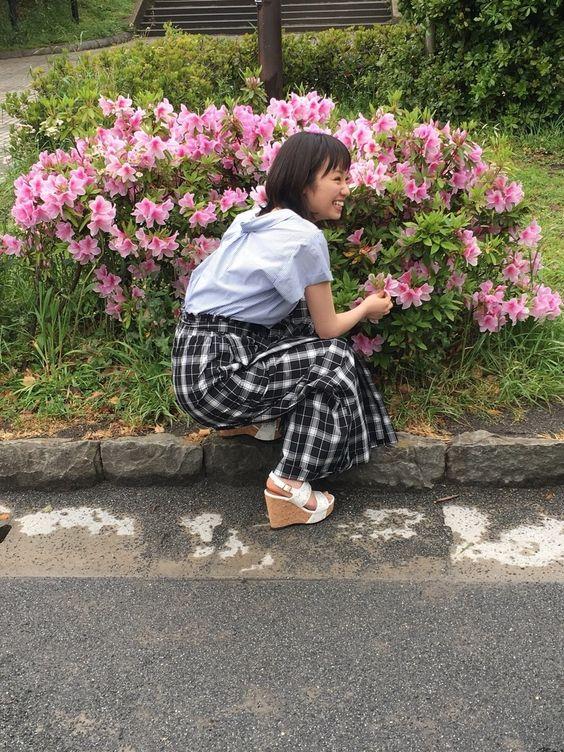 ピンクのお花と今泉佑唯