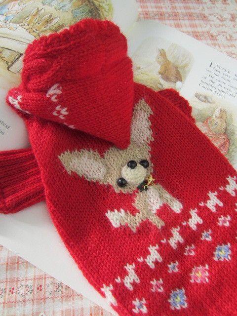 ☆チワワちゃんを編みこんだ、真っ赤なセーターです。☆クリスマスをイメージして首にお星さまを付けました。■ サイズ ■●胴回り   約30センチ●丈 後ろ  約...|ハンドメイド、手作り、手仕事品の通販・販売・購入ならCreema。