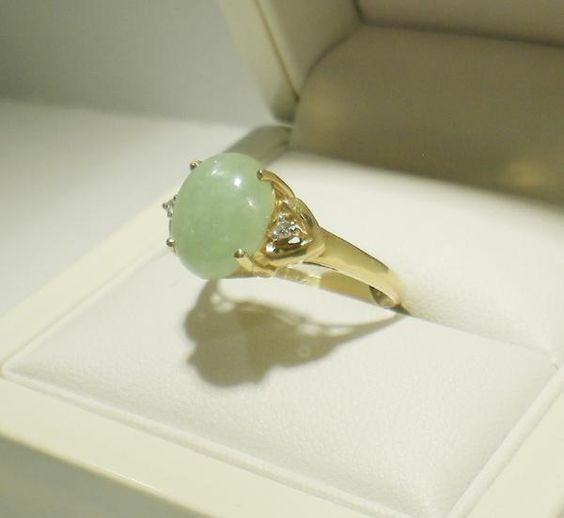 Vintage Jade ring with 2 Diamonds in 14ct yellow gold besides the diamonds its almost identical to the one I lost =[