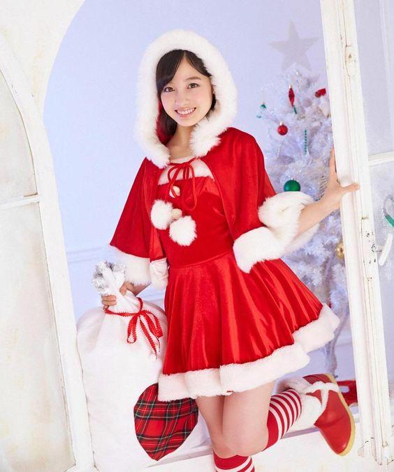 プレゼント袋を持つサンタ服の橋本環奈