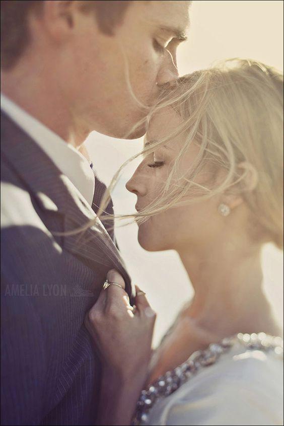 Stirnkuss, so süß! #Hochzeitsfotos #Verlobung #wedding #photo