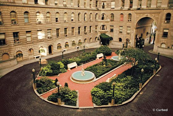 The Dakota Courtyard Nyc The Famous Building For The Movie
