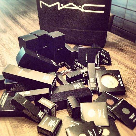Ahhhh why does mac have to be so expensive?? I only have a few products from there.. it's quite upsetting sometimes! But at the same time I haven't been wearing much makeup lately so....