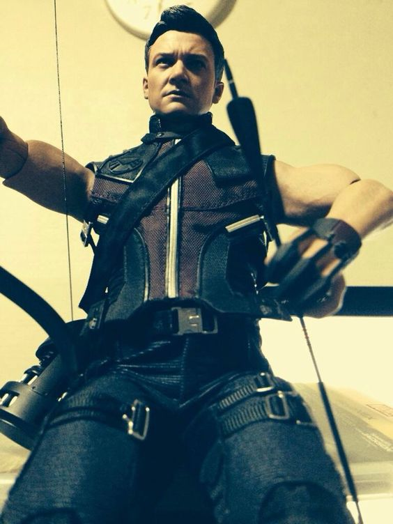 He is a watchman in my room. - Hot toys Hawkeye / Jeremy Renner