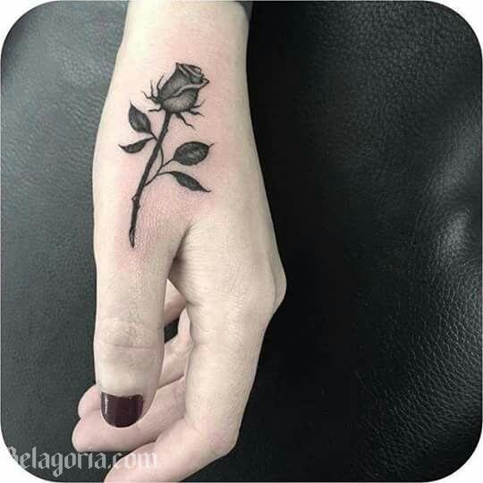 Tatuajes De Rosas Negras Para Chicas Tatuajes De Pulgar Tatuajes De Arte Corporal Tatuaje Rosa Negra