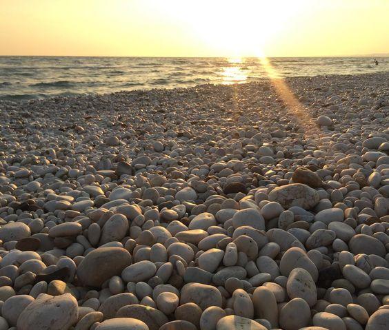 Buongiorno  ... questa magnifica terra regala spettacoli ad ogni angolo tramonto con gli amici ed il cuore si riempie di gioia...  . . . . . . . . . #sunset #sun #sky #instameetag4 #skylover #sky_sunset #tramonto #sunsetporn #skyporn #nature #landscape #mandrarossa #communityfirst #whatitalyis #view #menfi #beach #wanderlust #spiaggia #sole #sun #landscape_lovers #orange #vscocam #igerssicilia #igersagrigento #sunsetforbreakfast #tv_pointofview #sea #mare